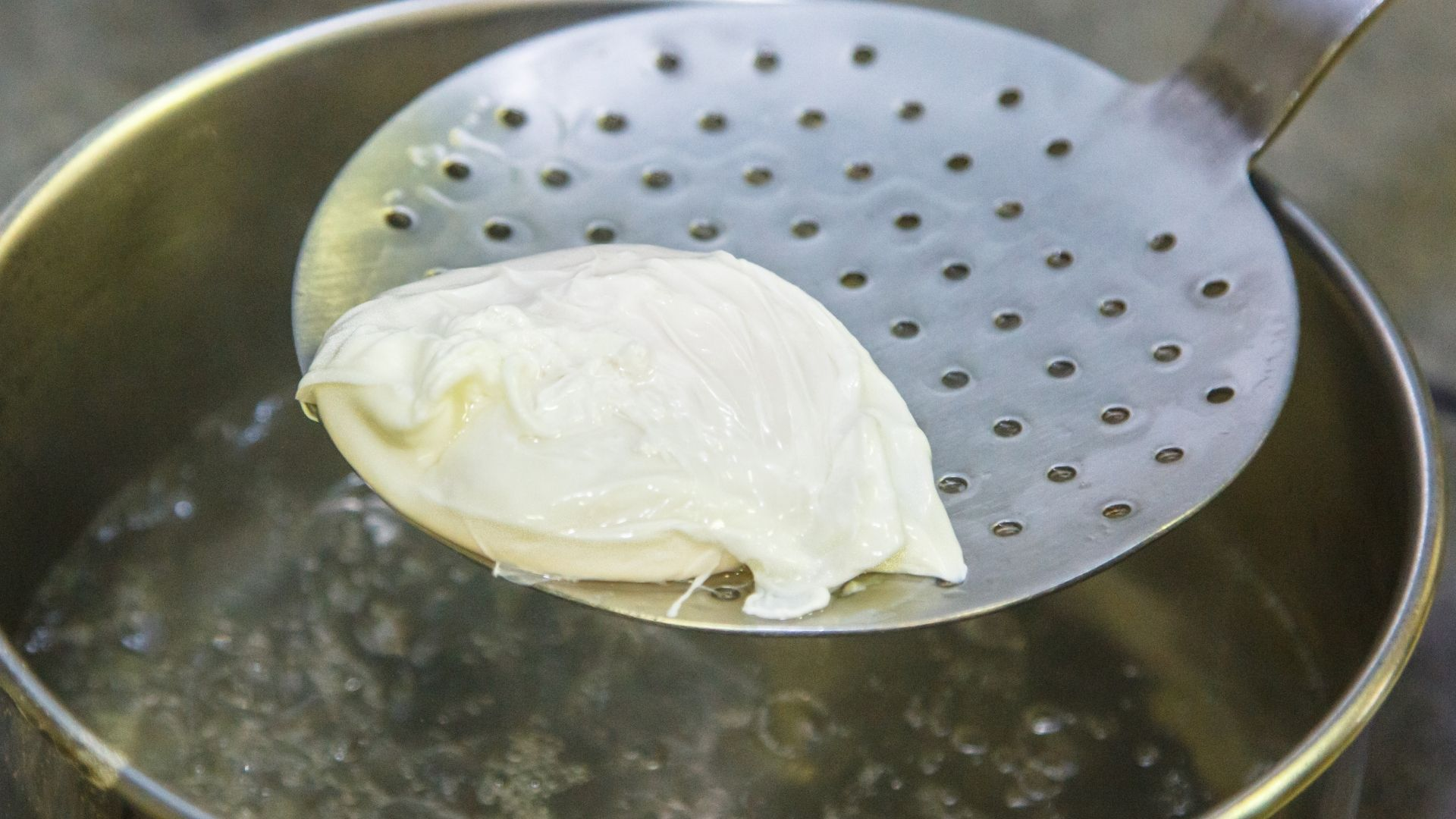 Poaching egg in Water